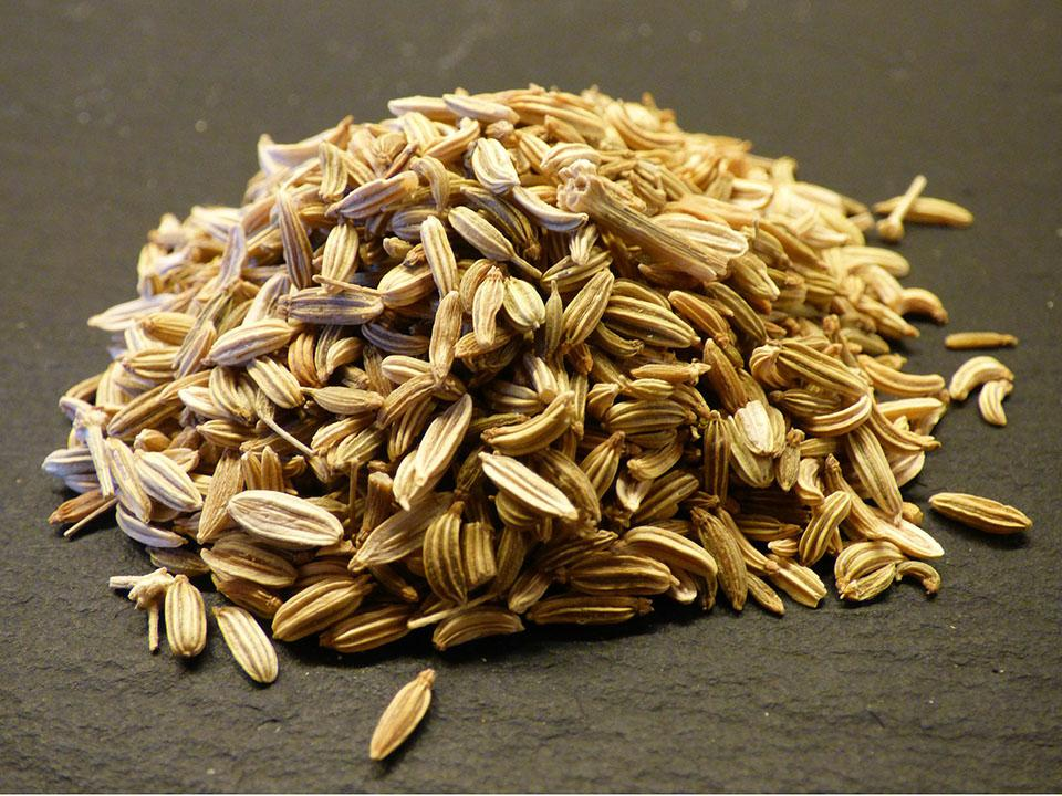 A bunch of brown fennel seeds