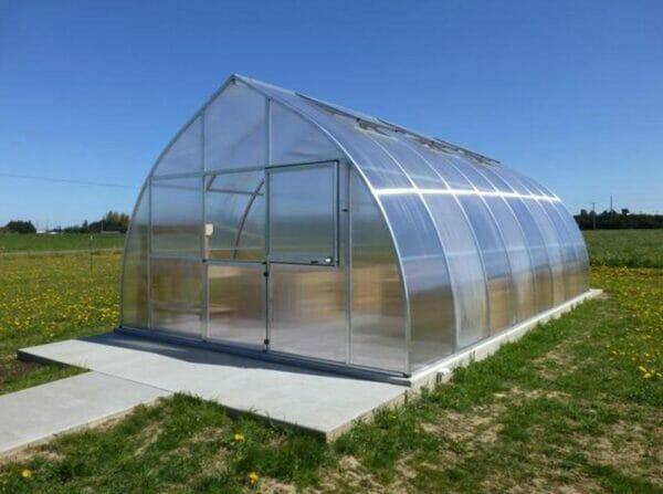 Exterior view Hoklartherm Riga XL9 greenhouse on concrete pad