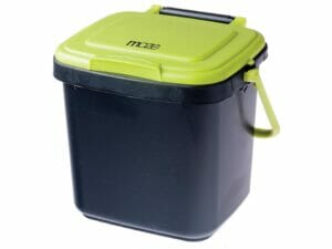 Maze Kitchen Caddie Compost Bin 1.85 gal with closed lid and white background