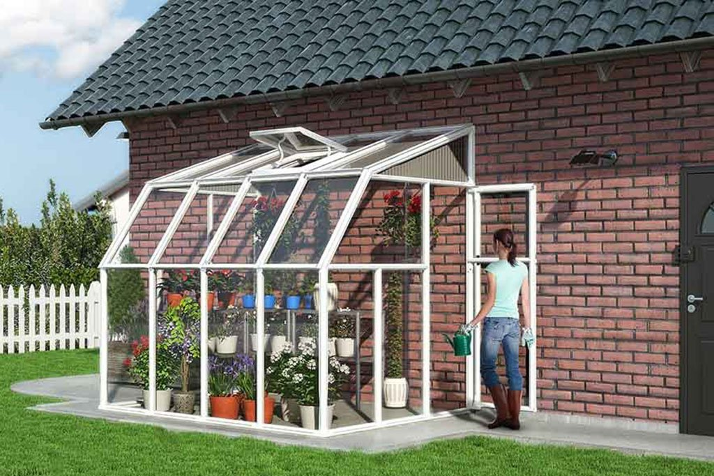 Stable lean-to greenhouse construction